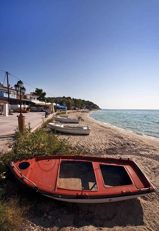 Siveri Beach. (e).