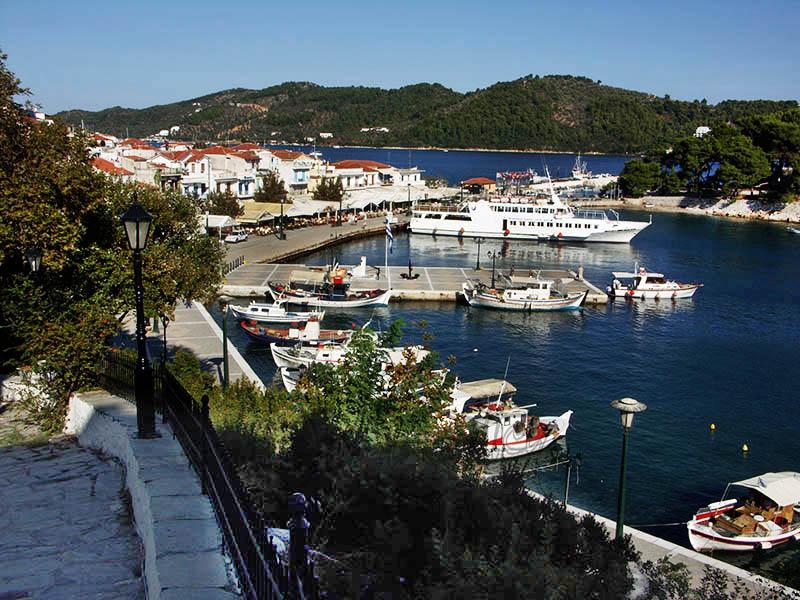 Skiathos Town. (c).