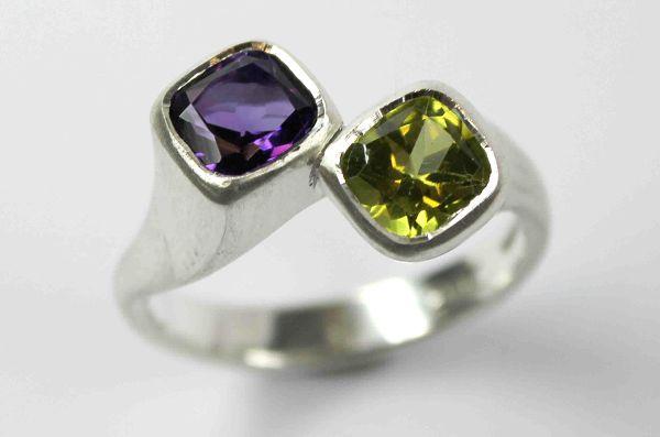 Crossover Ring Amethyst, peridot £280