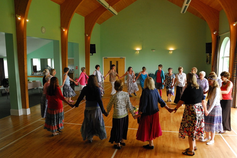 Circle Dancing 03
