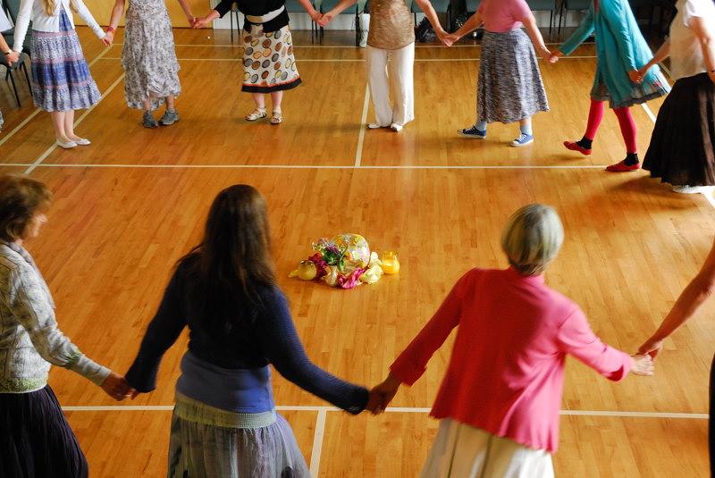 Circle Dancing 07