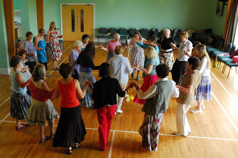 Circle Dancing 19