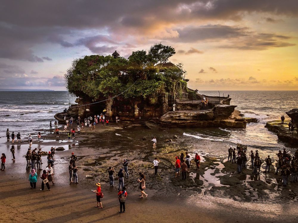 Tanah Lot Temple . Indonesia