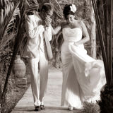 Couple kissing Marrakesh wedding