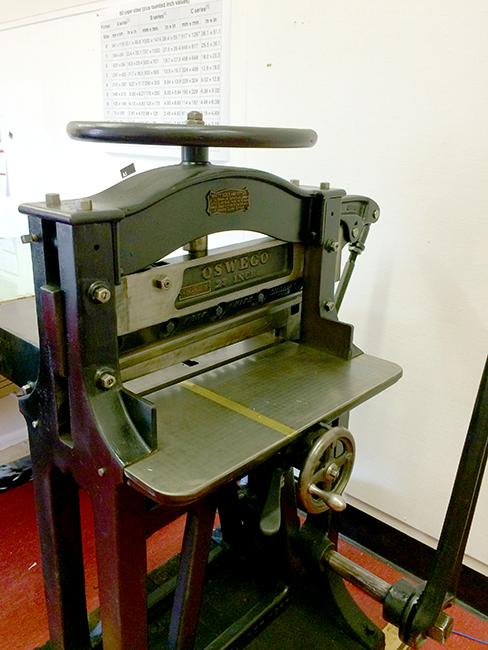 Oswego paper guillotine