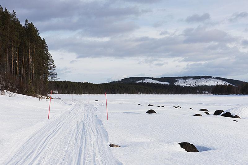 The sledge run over the frozen river