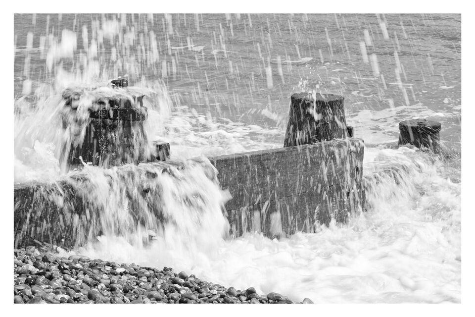 Breakwater & Sea - mono