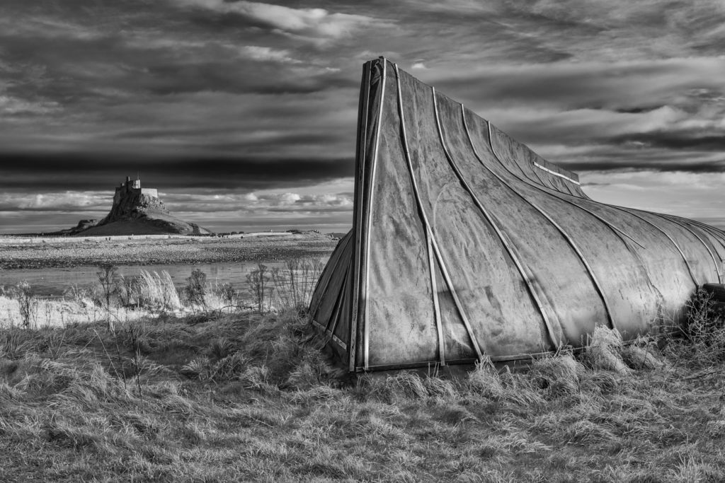 Lindisfarne Hut with Castle