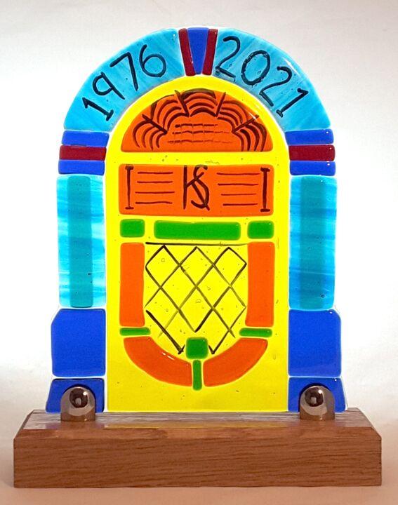 Juke box, an more unusual wedding Anniversary gift.