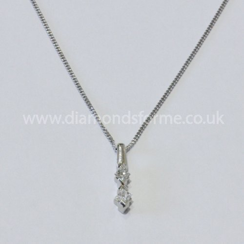 18CT WHITE GOLD 2 PRINCESS CUT DIAMOND PENDANT 0.24CT ON 16 INCH CHAIN. (WAS 500.00) NOW £450.00