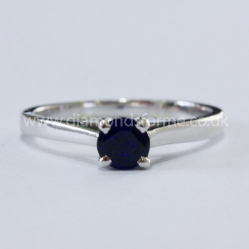 9CT WHITE GOLD FOUR CLAW SAPPHIRE RING. (WAS £300.00)  NOW £270.00.