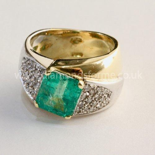 18CT YELLOW WHITE GOLD EMERALD MULTI DIAMONDS RING (WAS £2000.00)  NOW £1800.00