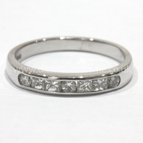 18CT WHITE GOLD PRINCESS CUT 7 DIAMOND CHANNEL SET RING 0.66CT. (WAS £1000.00)  NOW £900.00