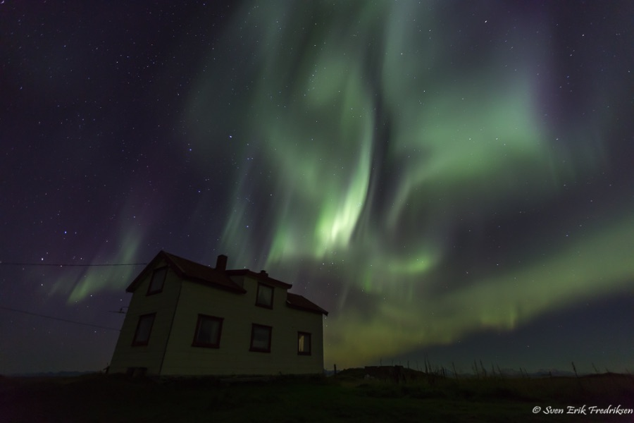 Aurora dancing for the old house at Ramsa