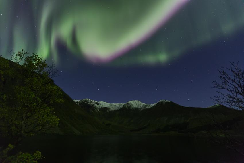 Aurora borealis above mt Breielvtinden1