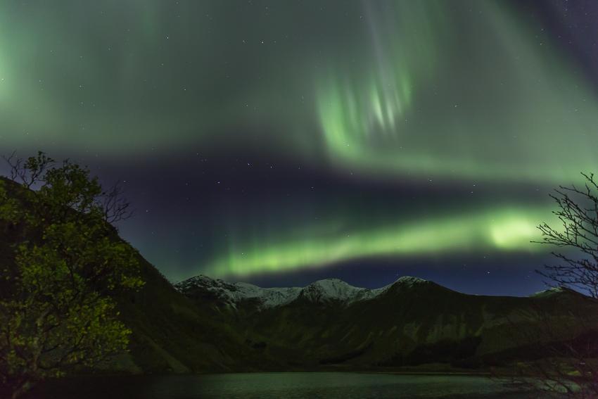 Aurora borealis above mt Breielvtinden2