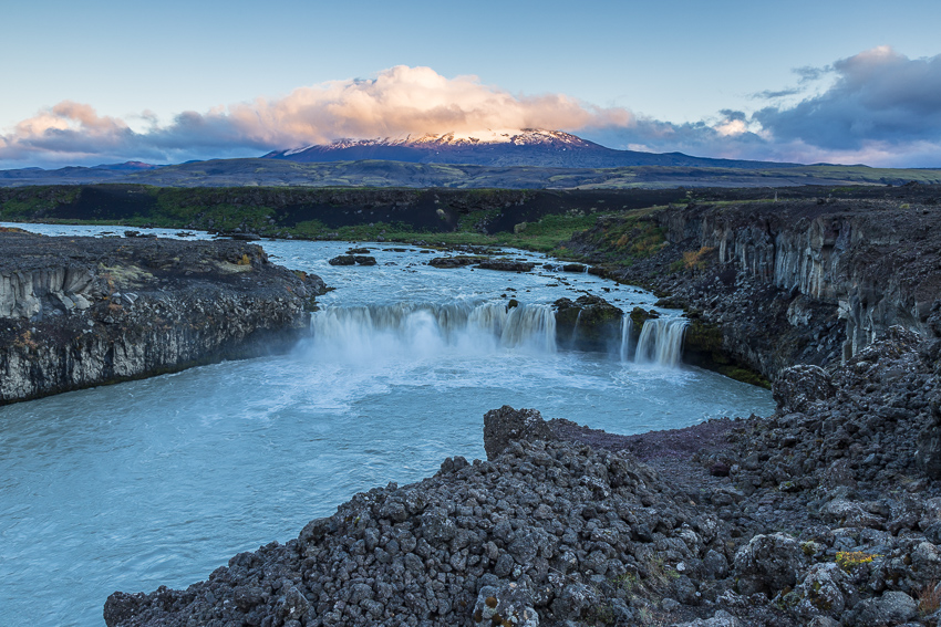 Pjofafoss and mount Hekla