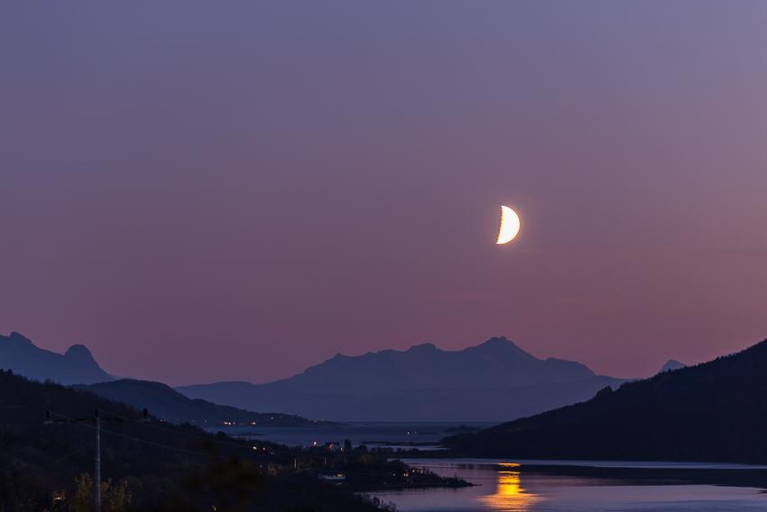 Moon over Kanstadfjord