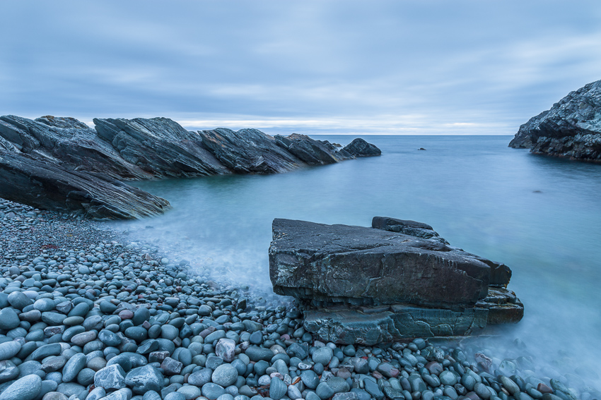 Rocky beach by Barents-sea