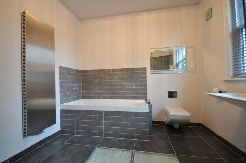 Minimalist bathroom, 2012