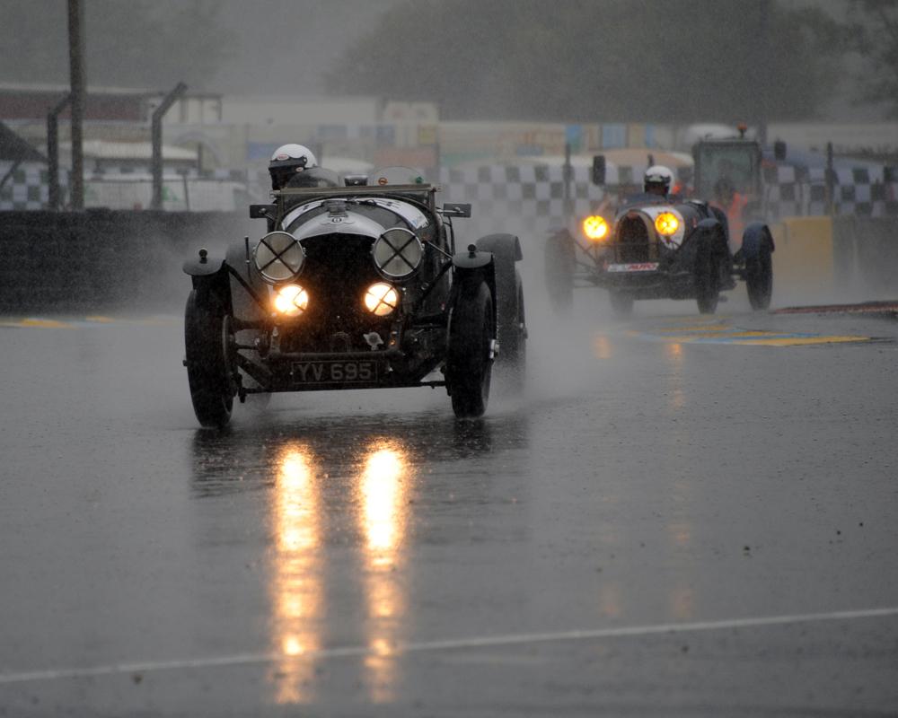Bentely vs Bugatti