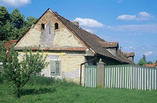 Derelict farmhouse, Chotovice