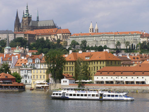 R. Vlatava and Prague Castle