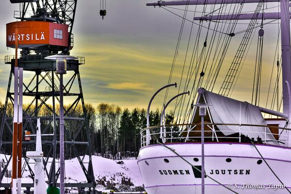 Suomen Joutsen in River Aura