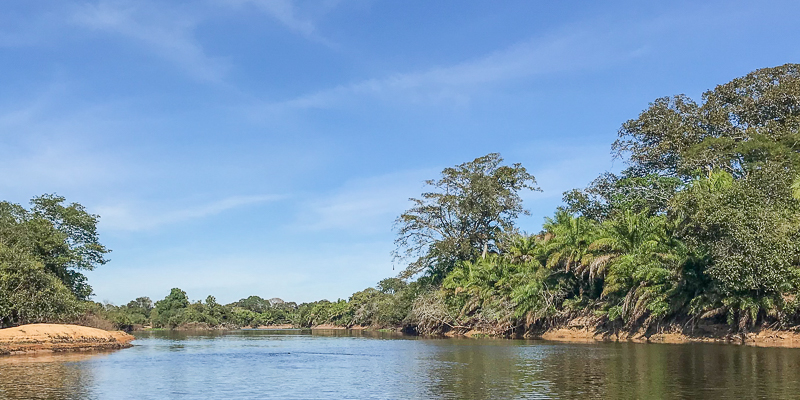 The tranquil smooth-flowing waters of the Rió Negro