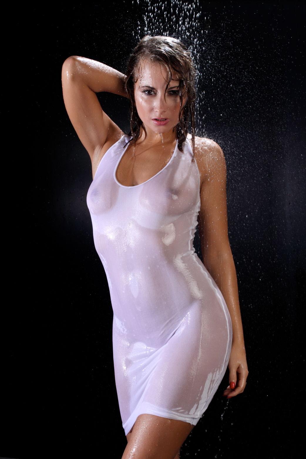 Kelli In The Shower