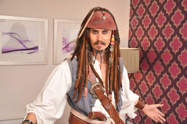 Melo Sparrow, Johnny Depp lookalike.