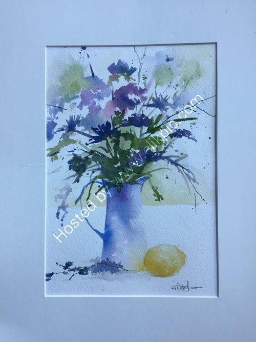Blue jug with lemon