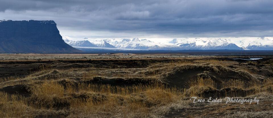 Across the desert: Lomagnupur & Skaftafell mountains.