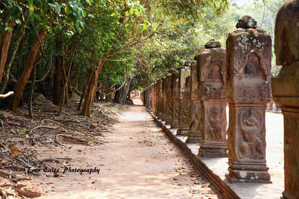 Entrance statues, Prah Kahn
