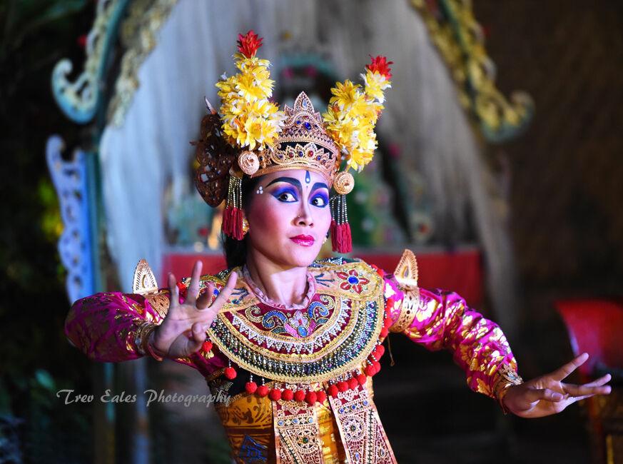 Barong dancer: Ubud Royal Palace.
