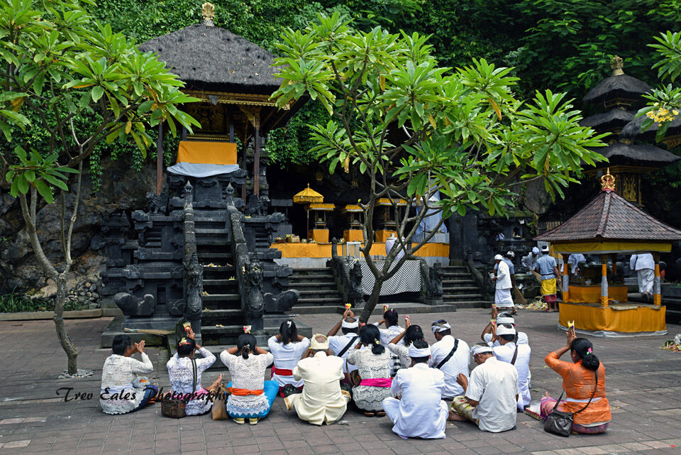 Ceremony at Pura Goa Lawah.