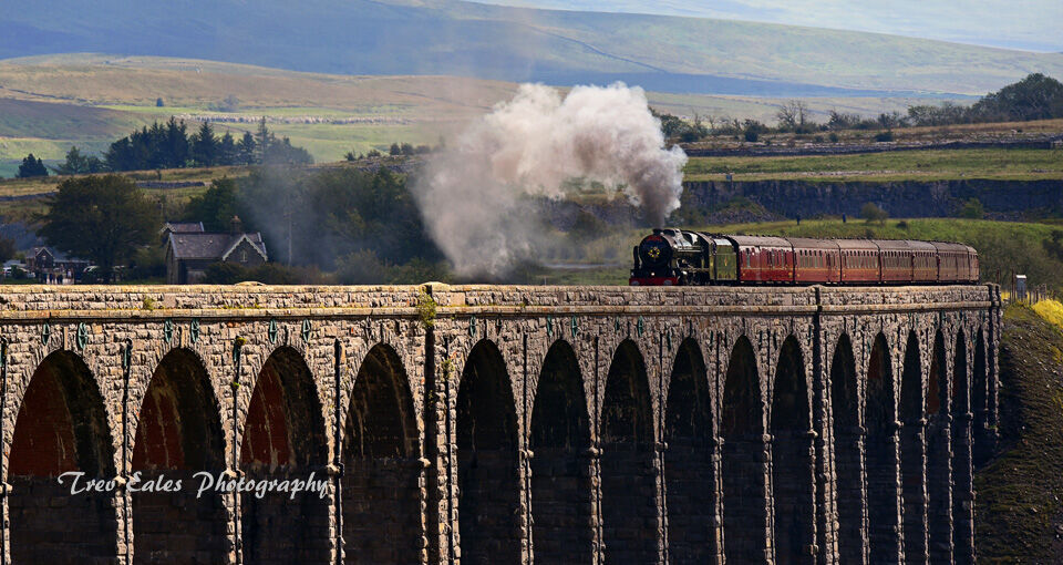 Crossing Ribblehead: A closer view.