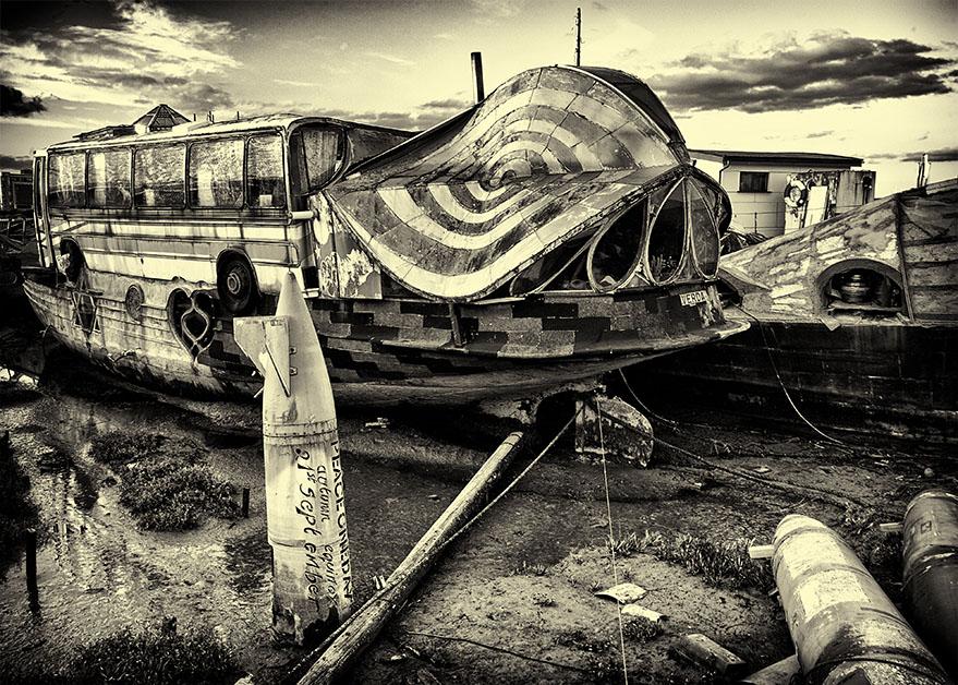 Dali Houseboat?