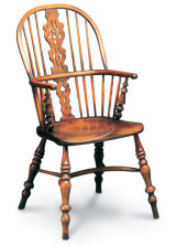 SF26 LANCASHIRE DOUBLE BOW This chair is another regional variation, distinguished by its heavier turnings and turned arm supports.