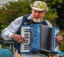 HC  The accordion player Paul Carter