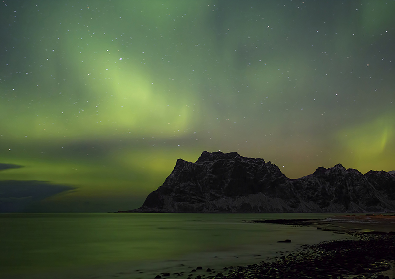 Aurora-over-Mountain