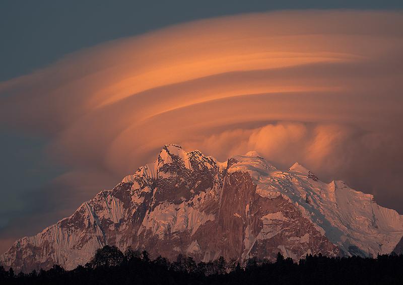 Lenticular-Cloud-over-Anapurna