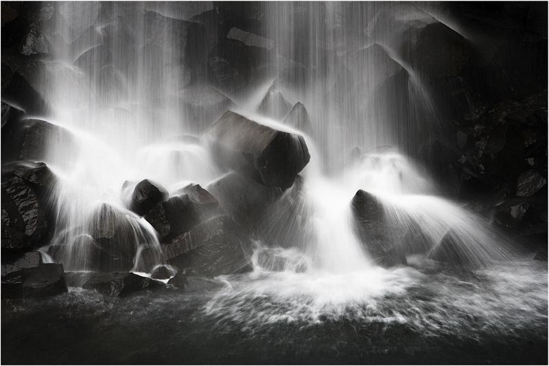 Black Falls by Di Tilsley