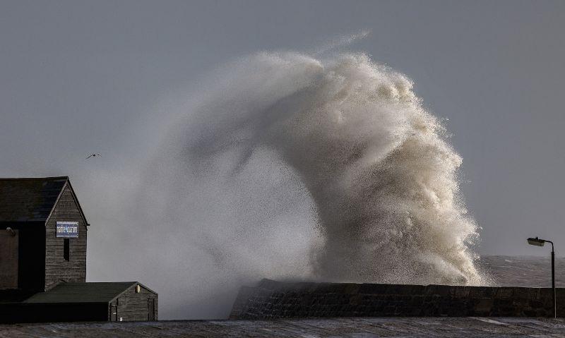 Cobb Wave by Tony Gill