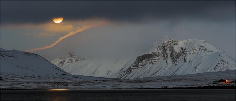 Icelandic Moonrise by Stephen Lee