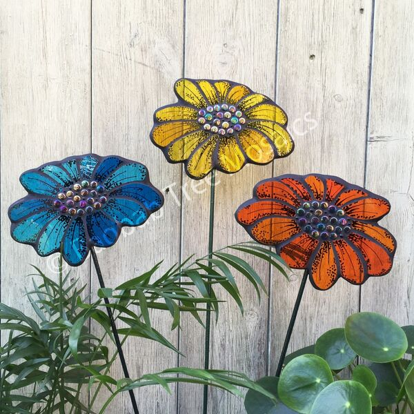 glass mosaic garden daises on stakes