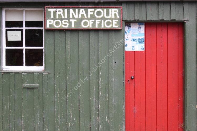 Red door, Trinafour